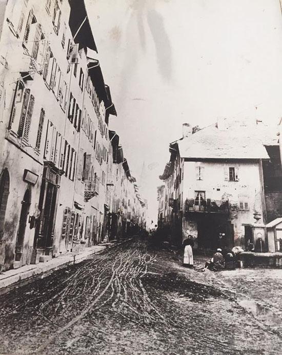 Barcelonnette, place Saint-Maurice